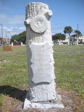 Grave marker in shape of tree